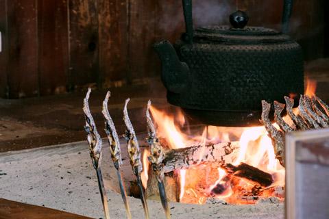 嘉門次小屋の囲炉裏
