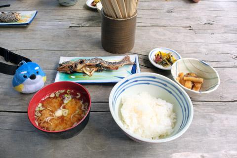 嘉門次小屋の岩魚の塩焼き定食