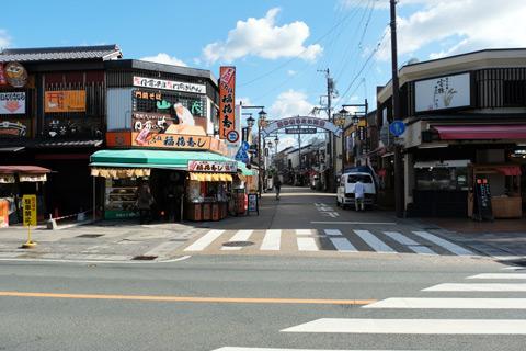 豊川稲荷前の商店街