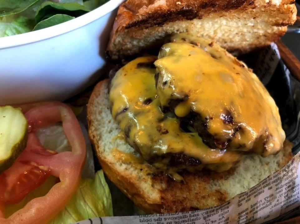 US出張メンバーが現地で撮影した美味しそうなハンバーガー