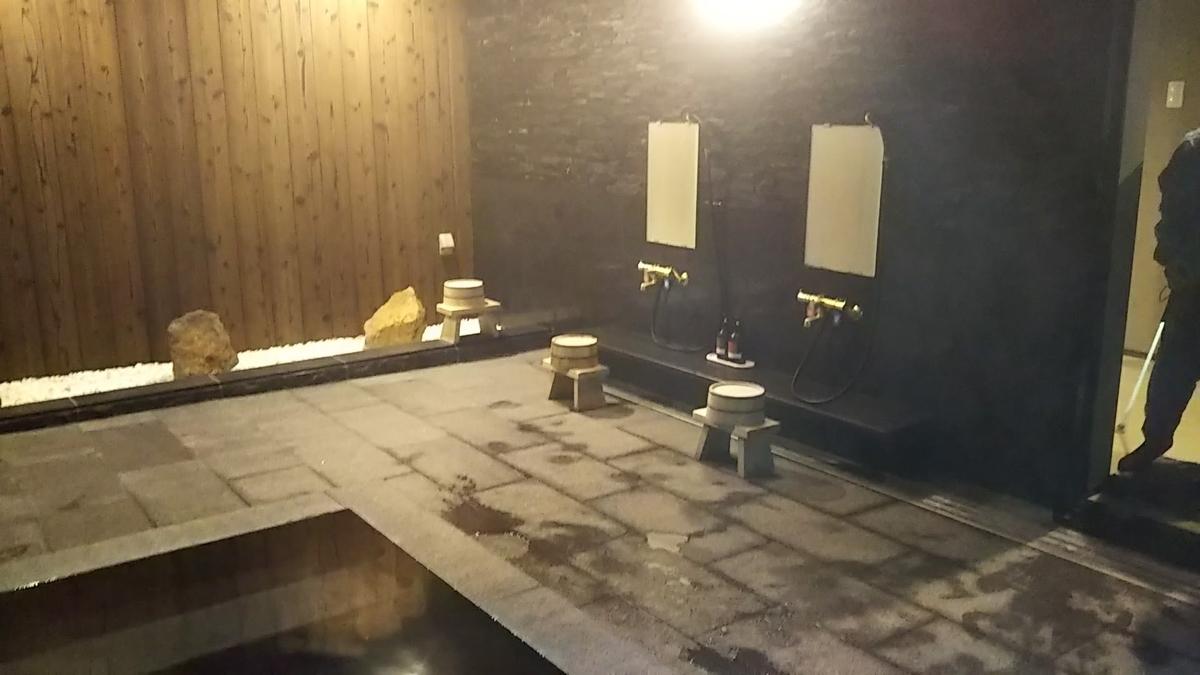 三朝温泉 後楽 竹林館特別室 風呂の写真