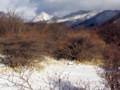 荒山高原から。真っ白な三角錐が黒桧山。赤城山の最高峰