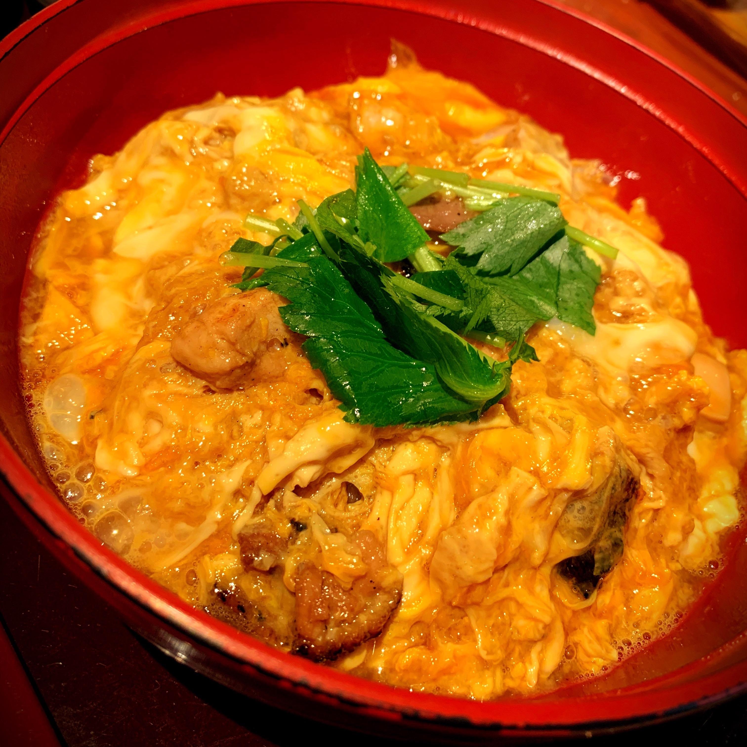 滋賀県彦根市にある比内地鶏ほっこりやの親子丼