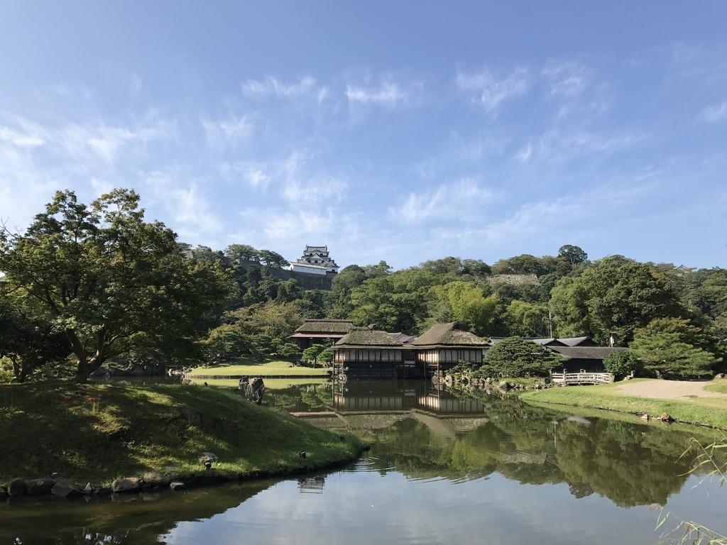 玄宮園から彦根城を見る