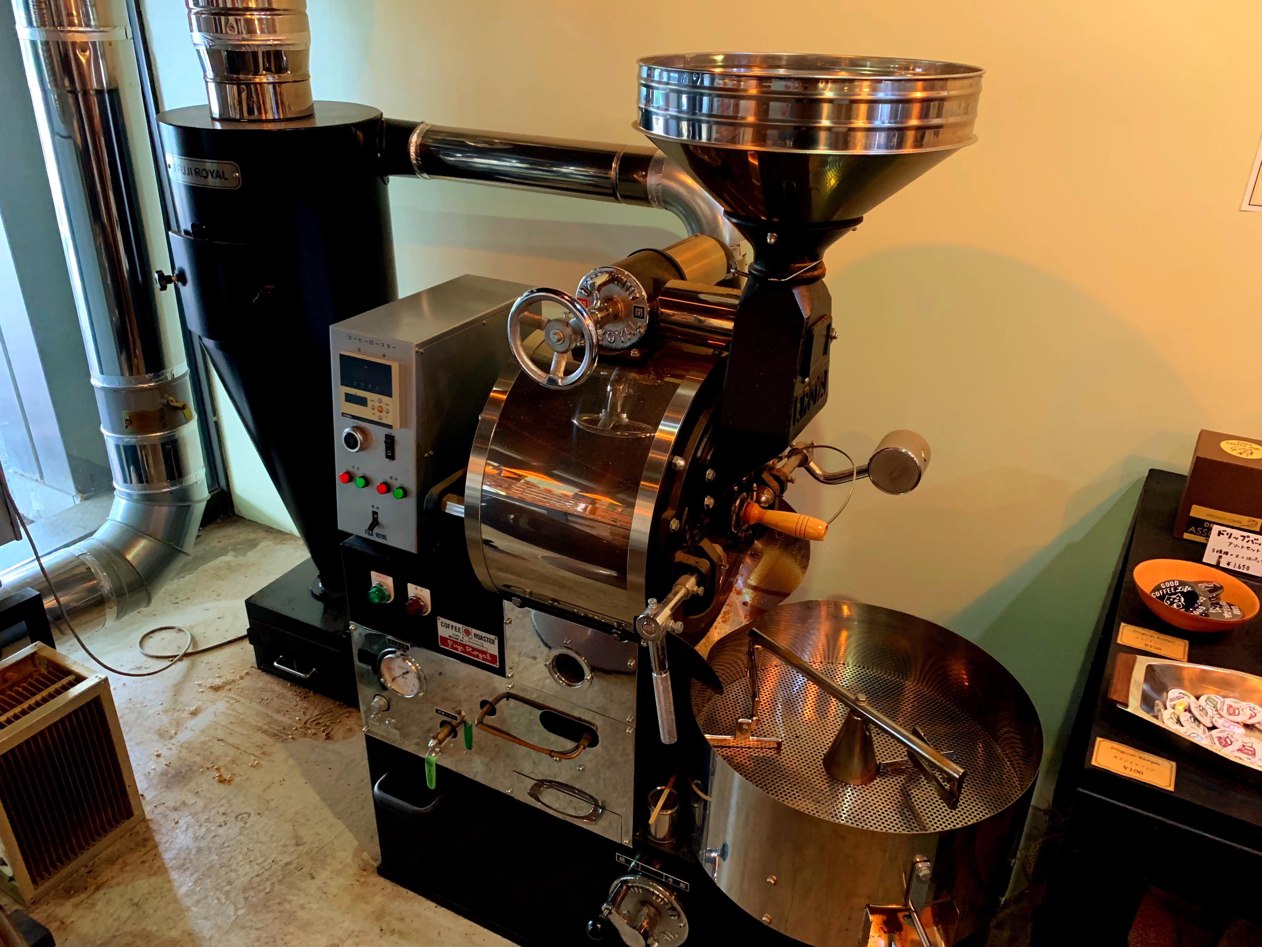 彦根のコーヒー専門店MICRO-LADY COFFEE STANDの店内にある珈琲豆焙煎機