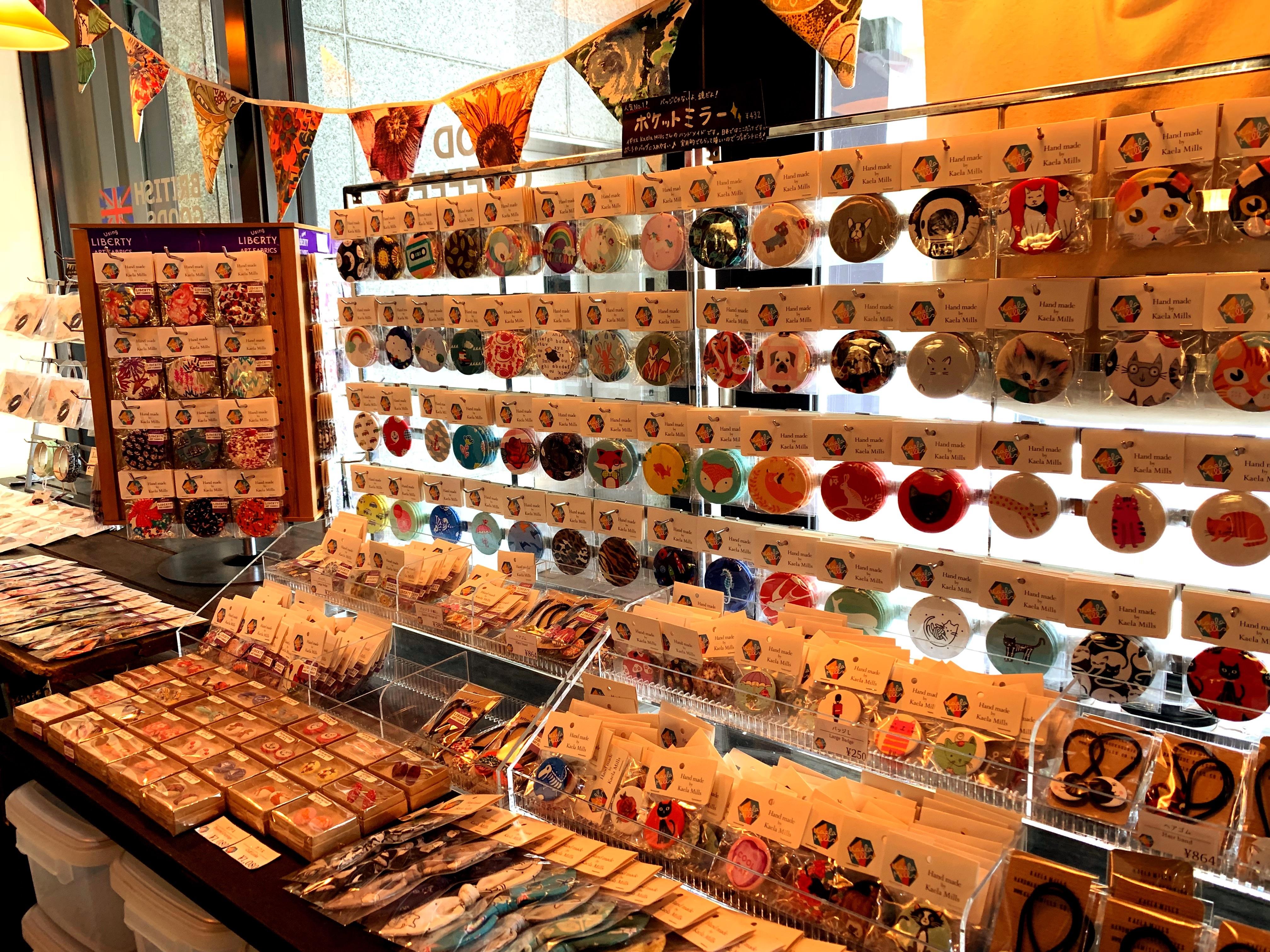 彦根駅構内にある珈琲店MICRO-LADY COFFEE STANDの雑貨コーナー