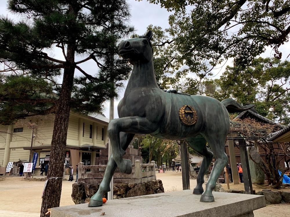 藤森神社の馬の像