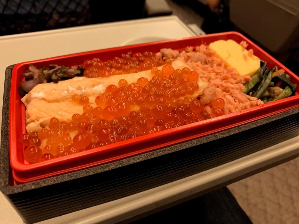 新幹線の中で食べる駅弁