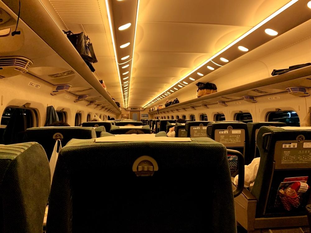 引退が迫る700系新幹線のグリーン車