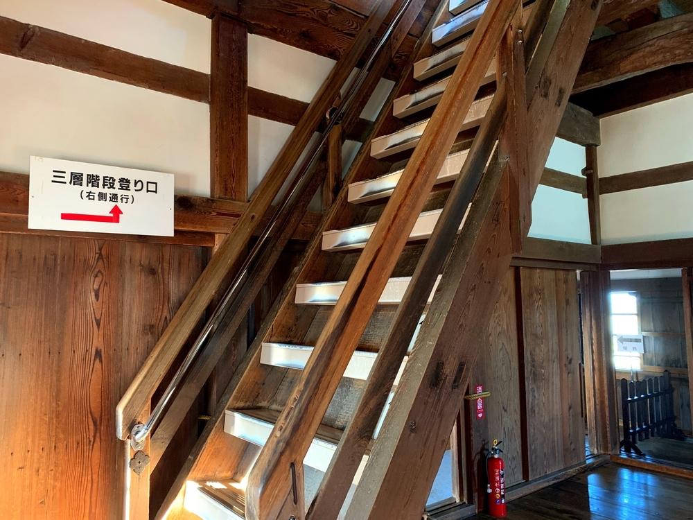 彦根城天守内の急な階段
