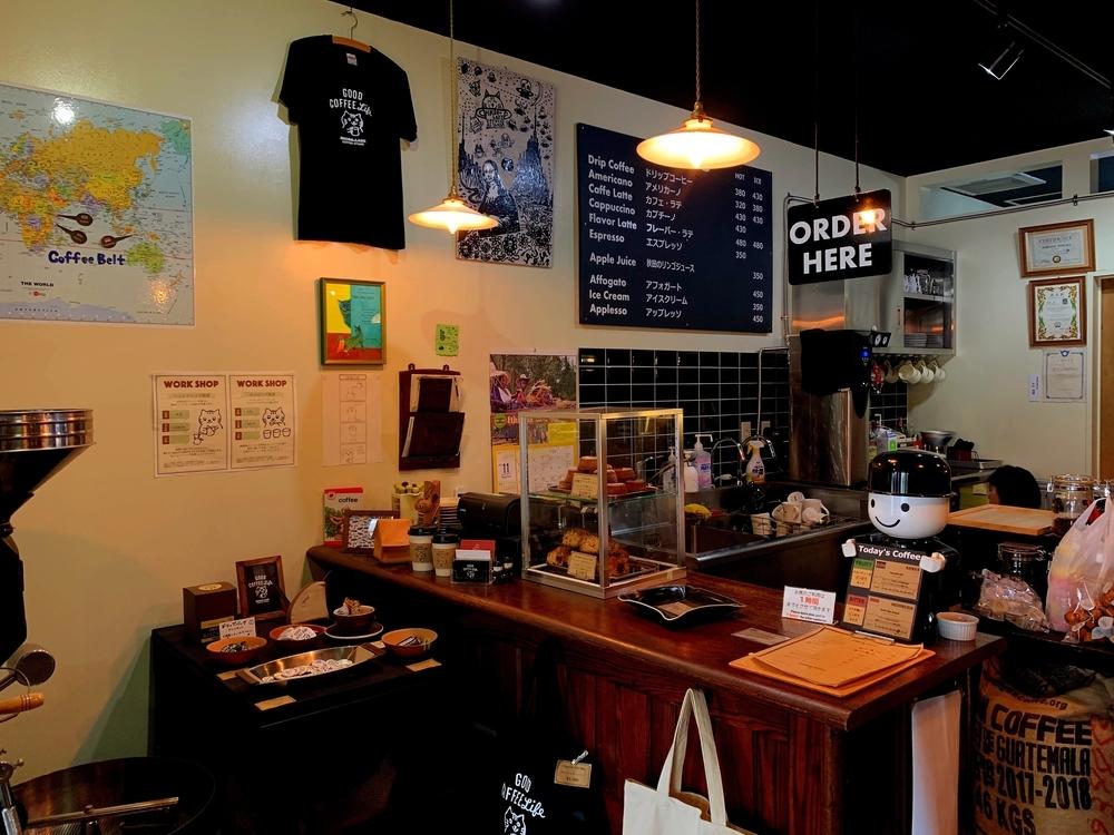 彦根駅構内にあるコーヒー専門店MICRO-LADY COFFEE STANDの店内
