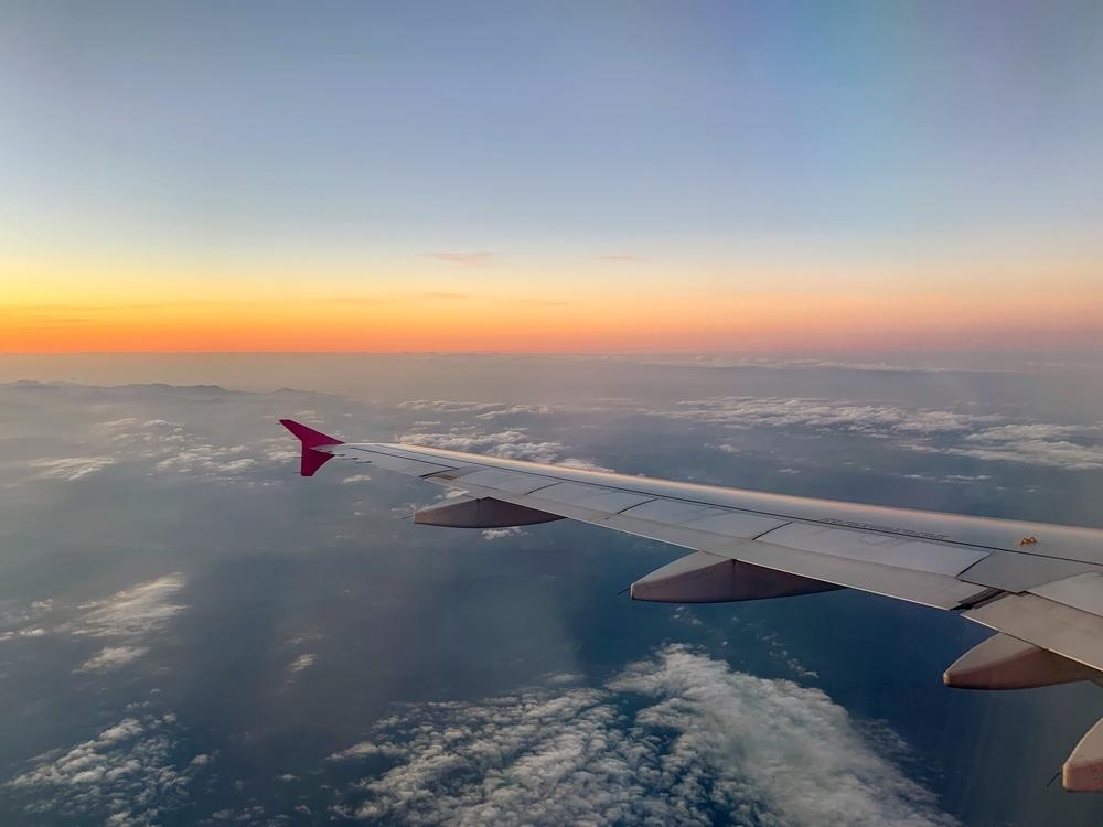 飛行機から眺める綺麗な夕日