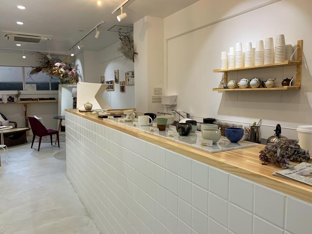 千本通にあるおしゃれなカフェSenbon Lab.の店内