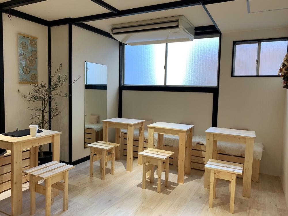 千本通にあるおしゃれなカフェSenbon Lab.のコワーキングスペース