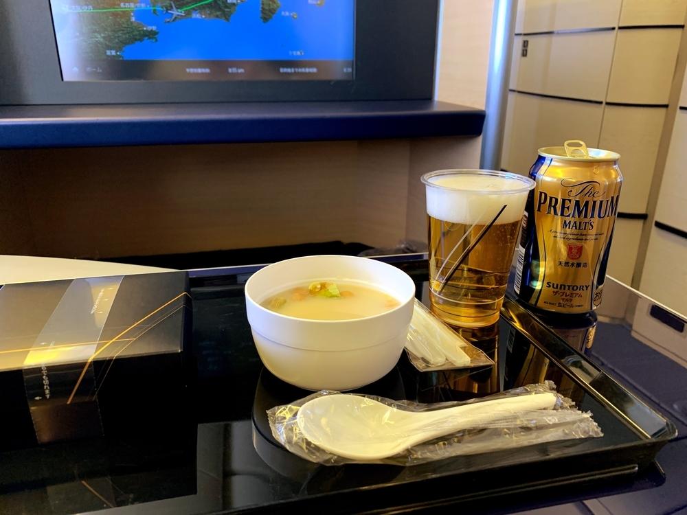 ANAのプレミアムクラスで提供される機内食