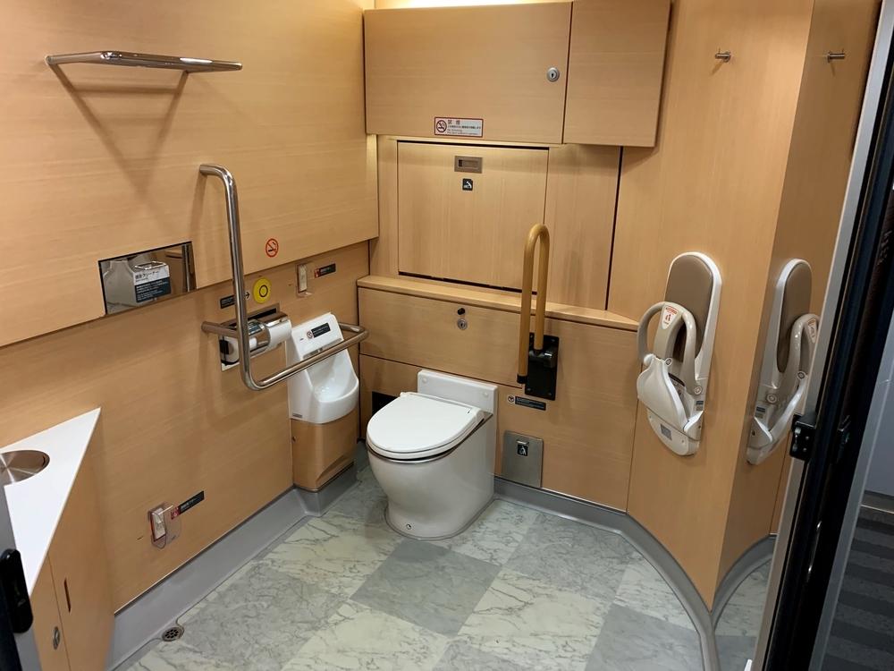 成田エクスプレスの大きなトイレ