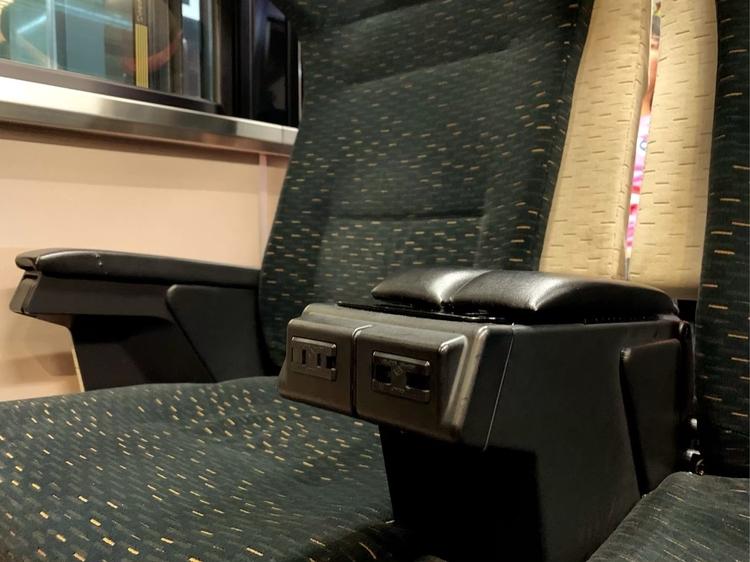 京阪のプレミアムカーのコンセント