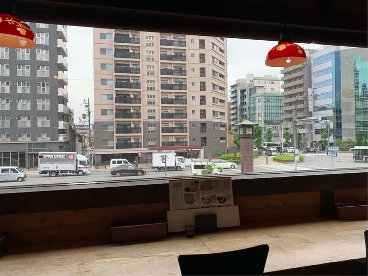 蕎麦の実よしむらの2階から眺める烏丸五条交差点の様子