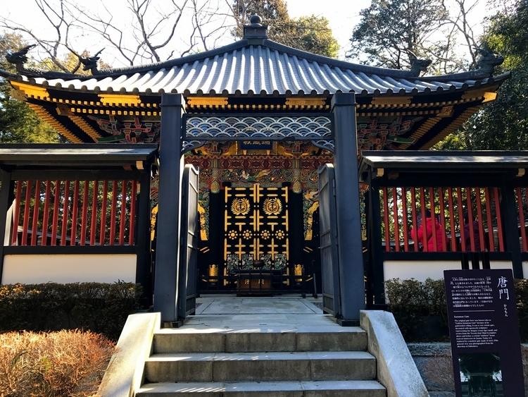 瑞宝殿の唐門