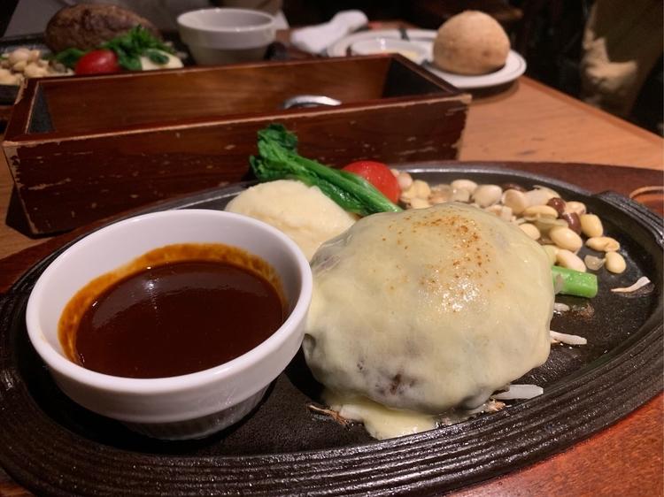 五反田の人気店「ミート矢澤」のチーズハンバーグ