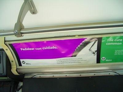 ロスの市バス内。スペイン語なので意味不明。