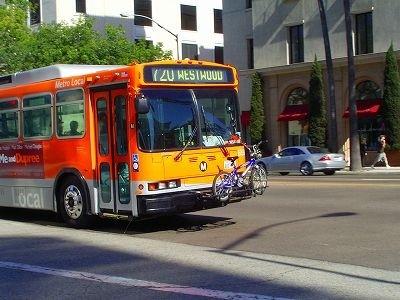 ロスの市バスも自転車登載可能。
