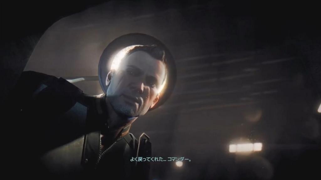 コマンダーの頭部に埋め込まれたエイリアンのインプラントの除去に成功して安堵の表情を見せるセントラル【XCOM2】