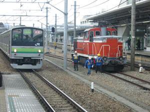 DE10-1556と横浜線快速桜木町行き205系の並び