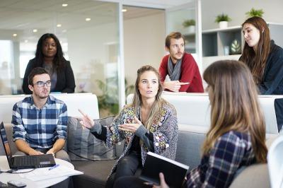 ビジネス英会話のフレーズは日常会話との違いで学ぶ
