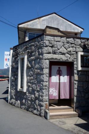 駅の側のトイレ