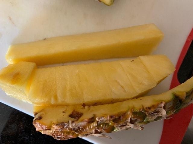パイナップル 切り方 さばき方