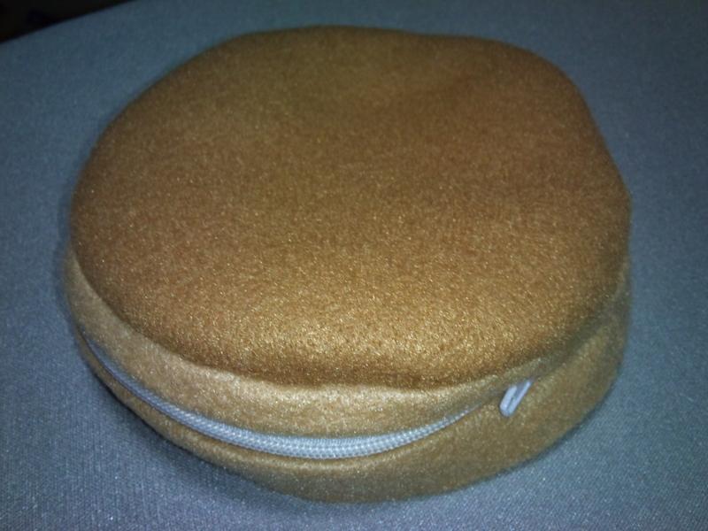 縫い物なう。ホットケーキのポーチ作りかけ。フェルト足りなくなっ