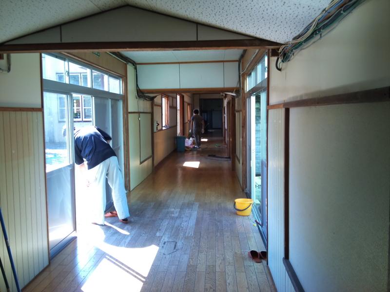みなさんで掃除中。五里合ものづくり学校 #akita #oga #iriai