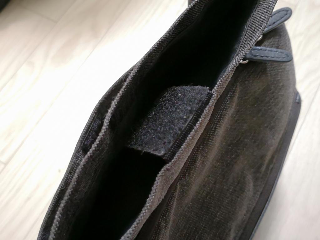 ひらくPCバッグnano レディース 二重の外ポケット