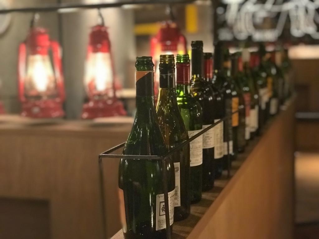 ボトルが並ぶランプキャップ渋谷店