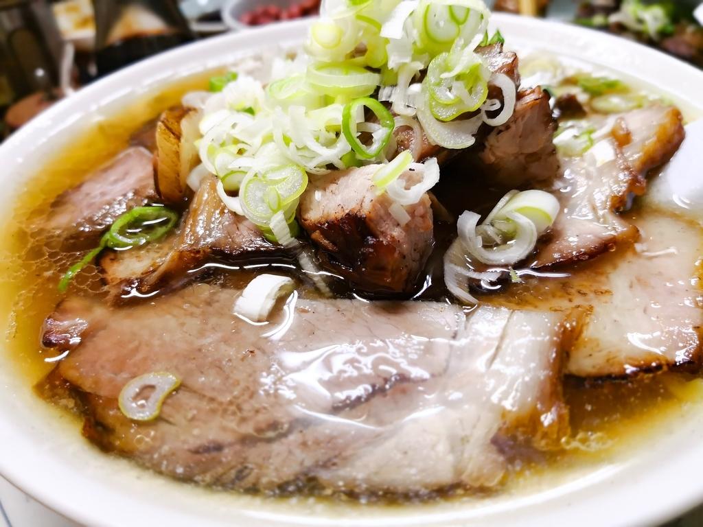 かし亀ラーメン 黒板メニューからチャーシュー多い麺