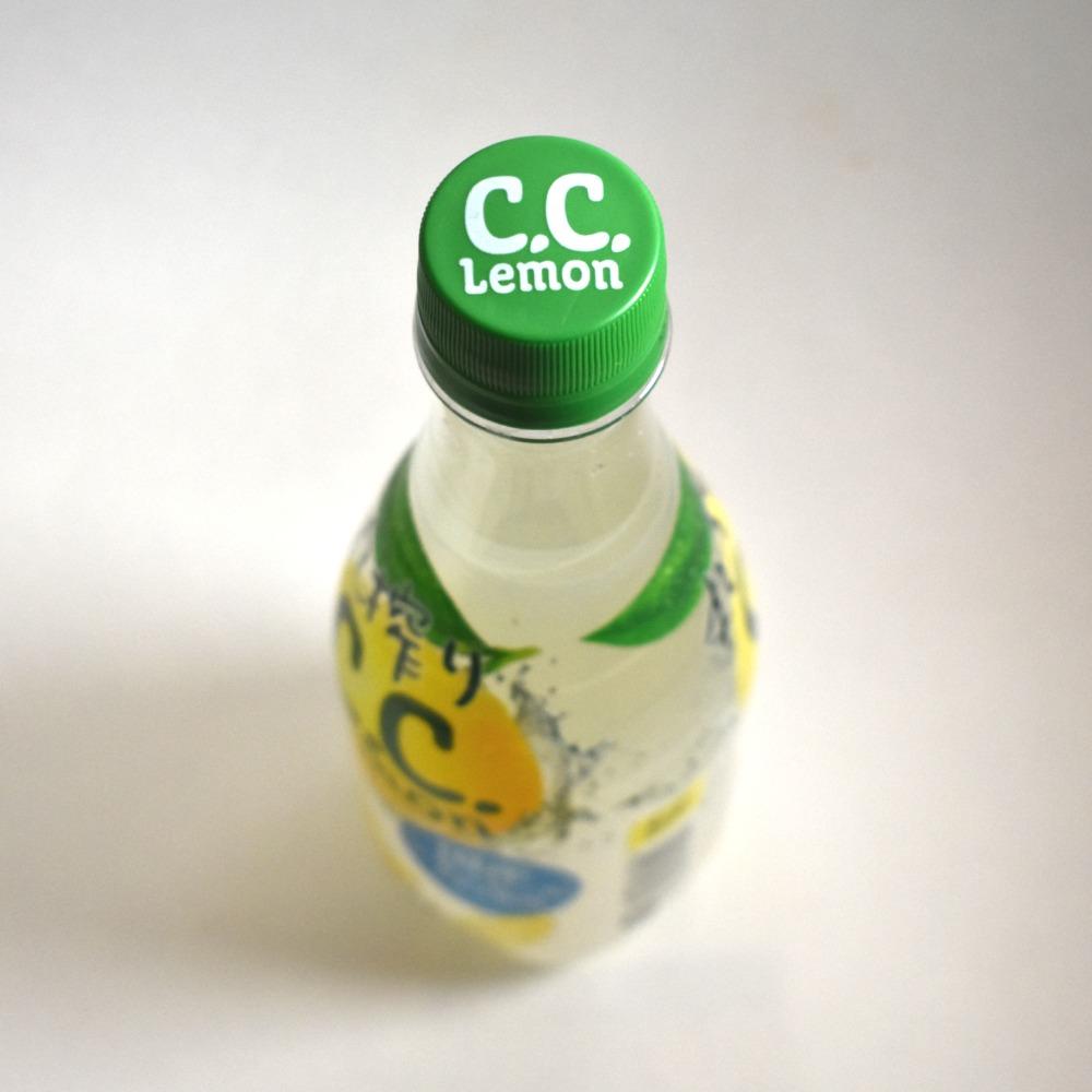 サントリー 丸搾りC.C.レモンのペットボトルキャップ