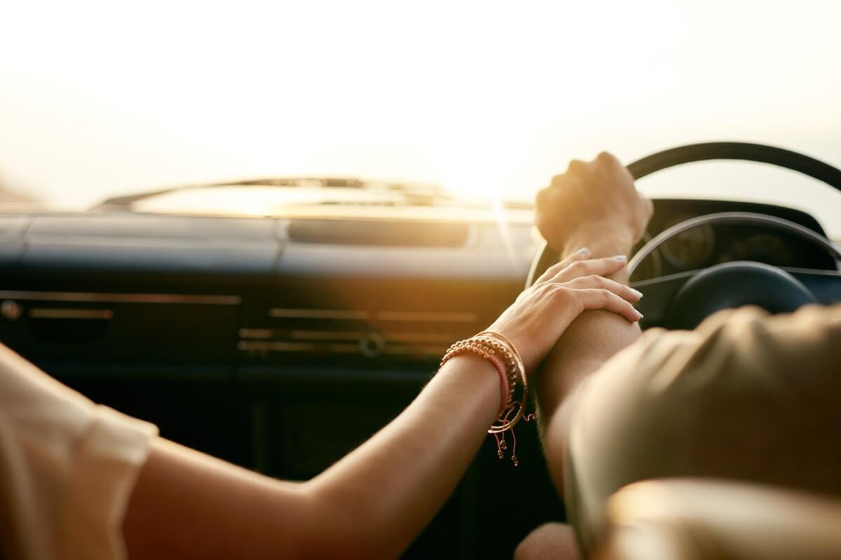 彼氏に乗ってほしい車ランキングを発表!彼女からカッコイイと思われる車とは?