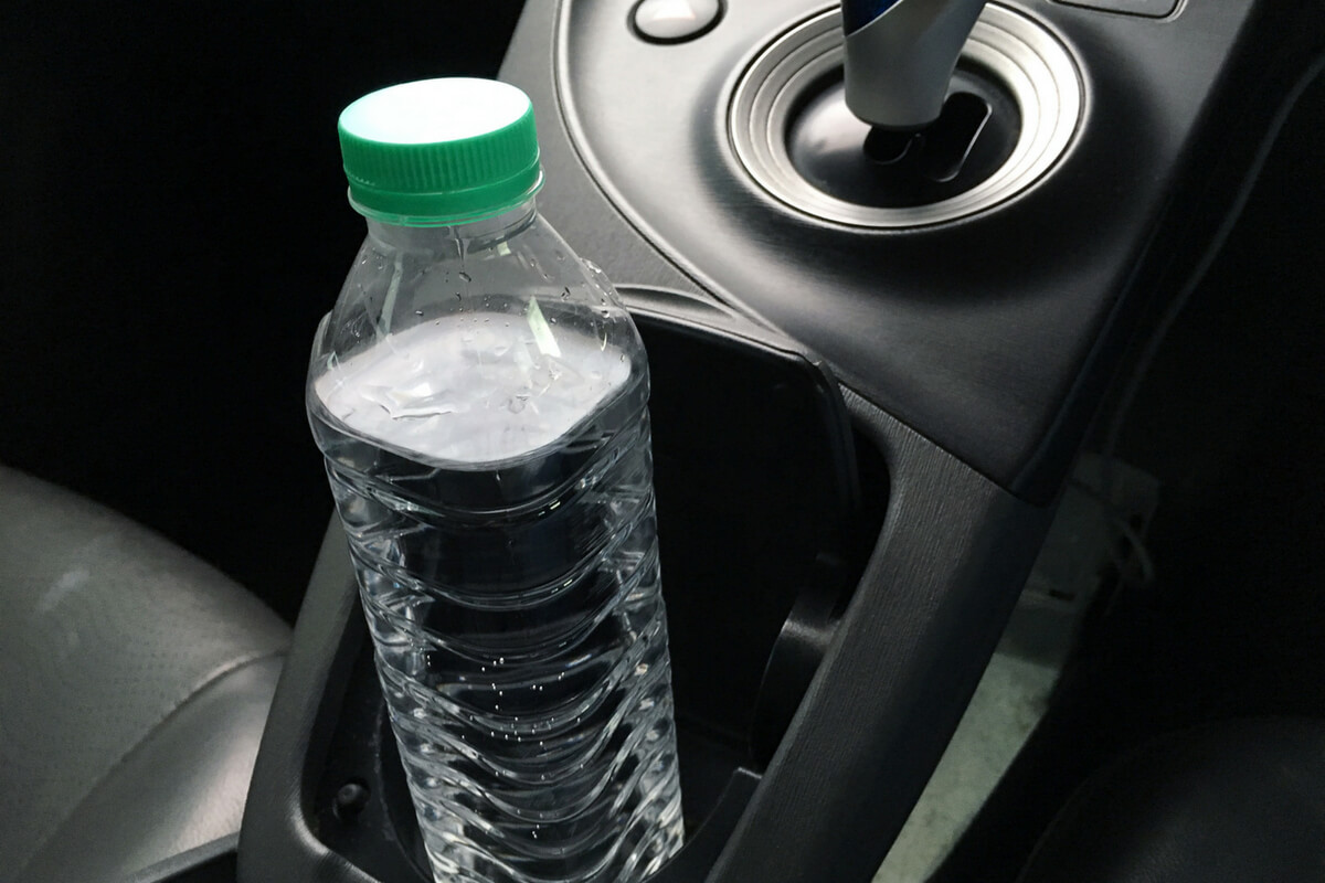 8.透明な吸盤、メガネ、水入りのペットボトルなど