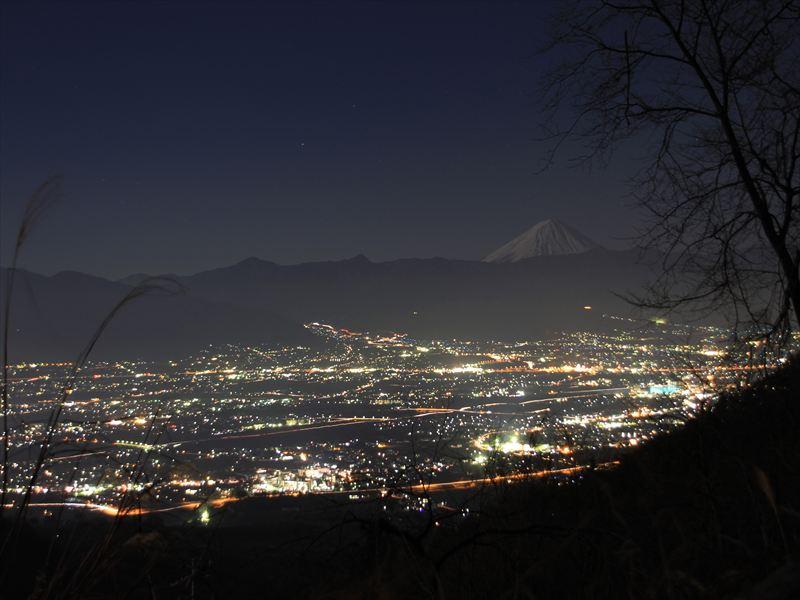 都内から日帰りで行ける!富士山と星空の絶景温泉「ほったらかし温泉」