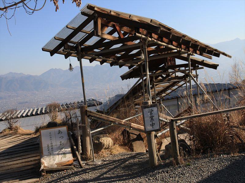 頓挫した建設、放置された温泉を活用