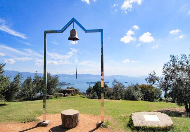 岡山県瀬戸内市牛窓町にあるオリーブ園「幸せの鐘」