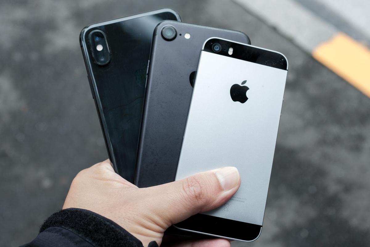 左からiPhone XS、iPhone 7、iPhone SE