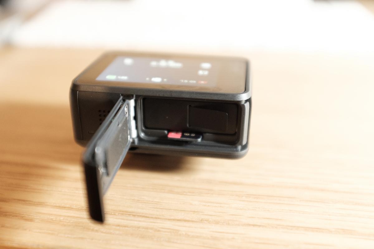 GoProのSDスロット