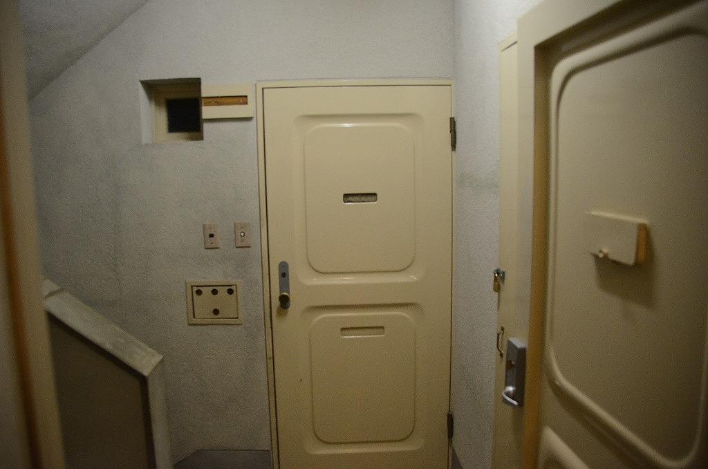 いかにも団地のドア