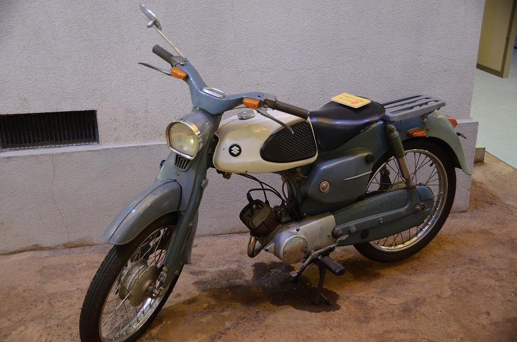 レトロなバイクはスズキ製