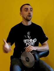 YouTube - Darbuka Lesson 1 - position & strokes [B]