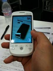 iPhone 3GをHT-03Aで撮っているところをiPhone 3GSで撮った。
