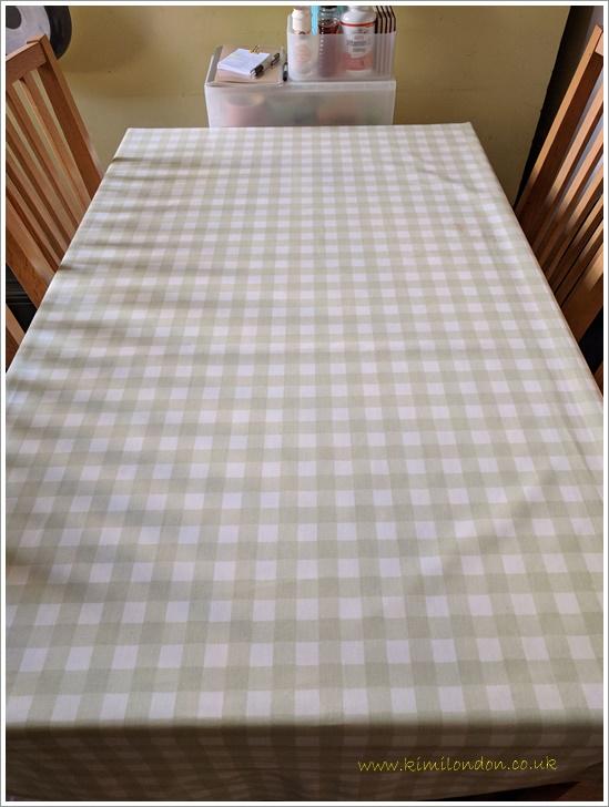 何もないテーブル