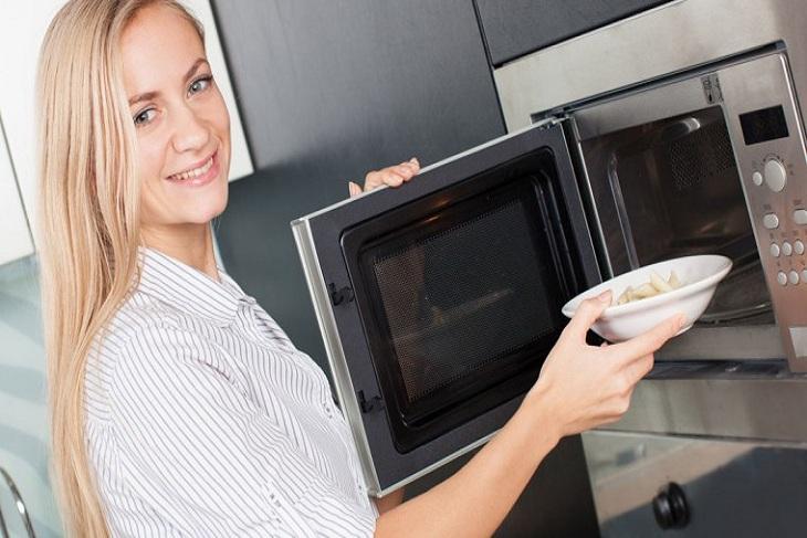 5 lưu ý khi hâm thức ăn bằng lò vi sóng bạn cần phải biết